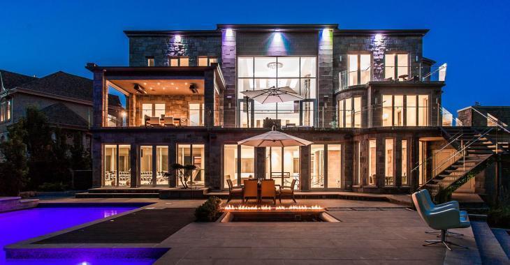 Cette magnifique résidence n'a rien à envier aux maisons luxueuses d'Hollywood