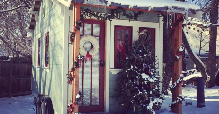 Ces petites maisons vous charmeront avec leurs décorations de Noël