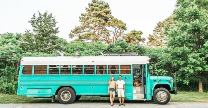 Ce jeune couple a réussi à transformer ce bus de prison en une superbe maison sur roues