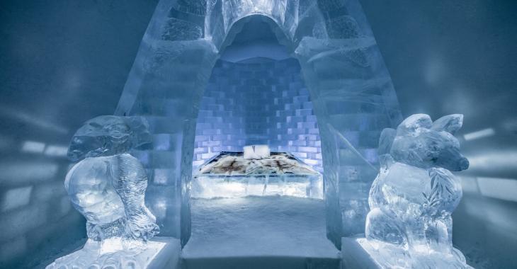 Les gens paient jusqu'à 1 155 dollars la nuit pour dormir dans une suite de glace de cet hôtel célèbre de Suède