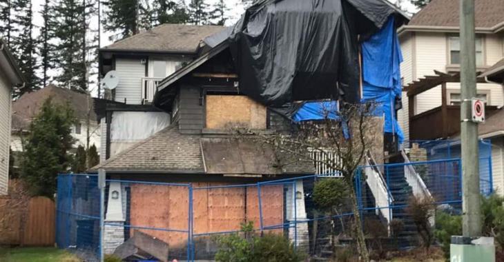 Une maison incendiée est en vente pour un prix inimaginable!