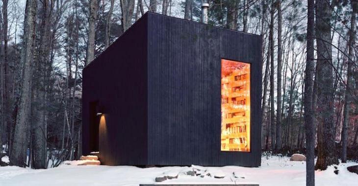 Cette habitation dans la forêt renferme une sublime bilbiothèque privée