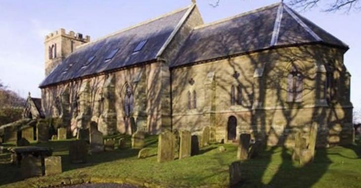 Ils achètent une église abandonnée et la transforment en une maison époustouflante!