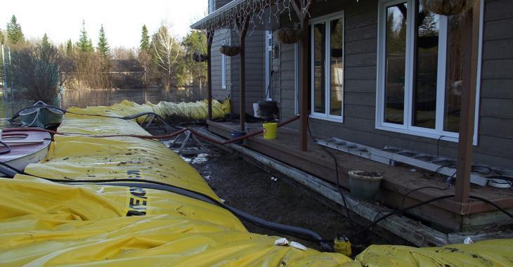 Il paie 43 000$ pour une barrière afin de protéger sa maison des inondations