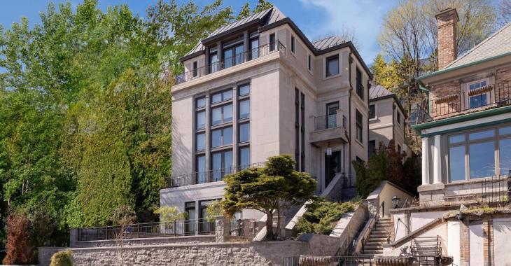 Cette maison perchée sur une colline de Westmount est en vente pour la modique somme de 7 950 000$!