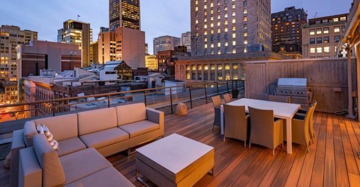 Ce penthouse du Vieux-Montréal offre une vue fantastique sur la ville!