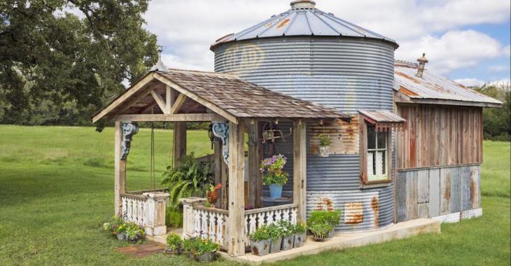 Elle transforme un vieux silo à grains en une charmante habitation