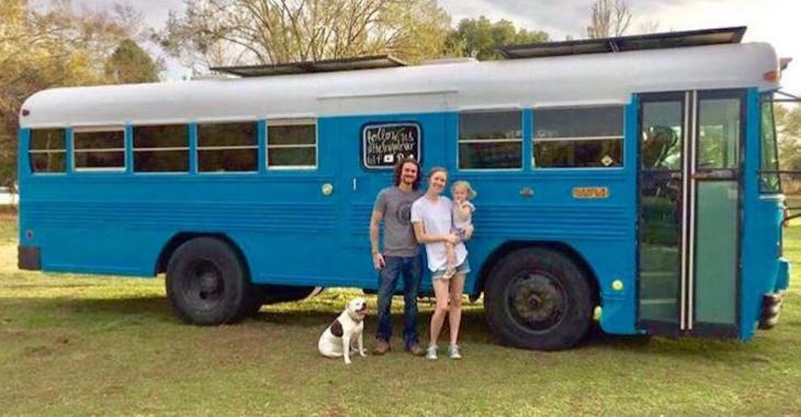Ce couple a transformé un bus scolaire en maisonnette fabuleuse!