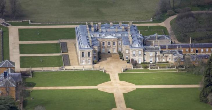 Cet été, que diriez-vous de visiter la maison d'enfance de la princesse Diana?
