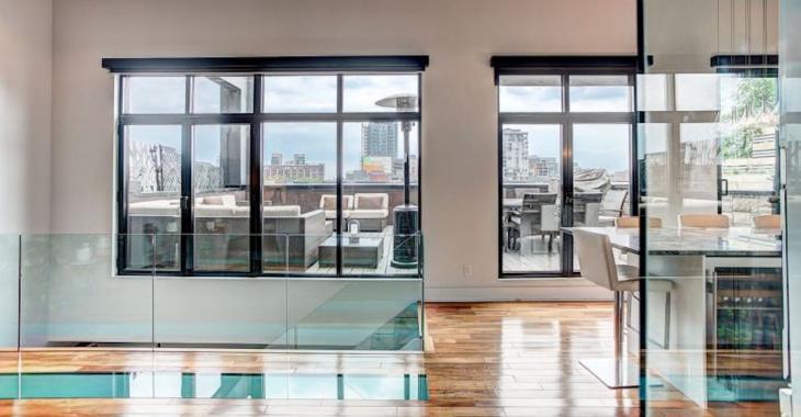Luxueux penthouse montréalais sur deux niveaux, avec terrasse privée. À voir!
