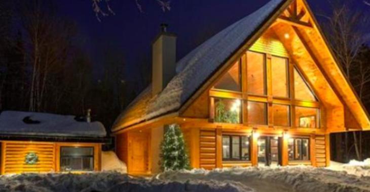 Superbe maison en bois rond avec quai privé sur lac navigable