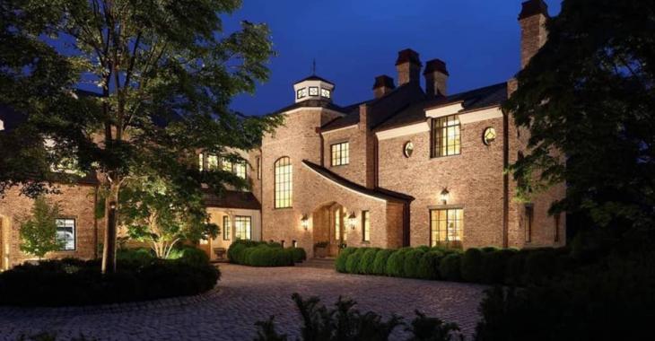 Le footballeur Tom Brady et la top modèle Gisele Bündchen mettent en vente leur demeure du  Massachusetts pour 39,5 millions de dollars