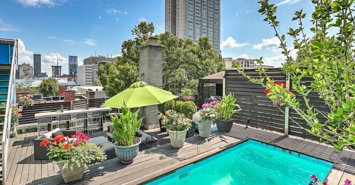 Ce penthouse de Ville-Marie possède 3 terrasses et une piscine sur le toit!
