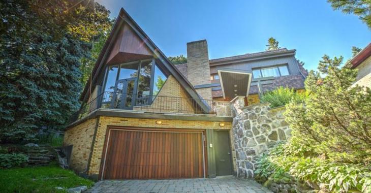Cette maison du Haut Outremont au style architectural unique est à vendre pour 3 100 000$