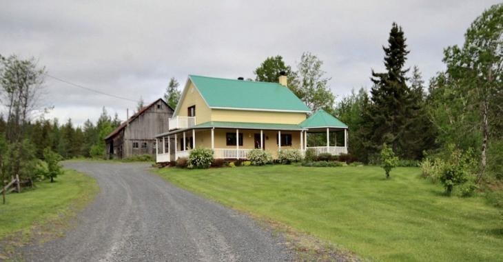Dans certains endroits du Québec, on peut acquérir une fermette pour moins cher qu'une maison de banlieue!