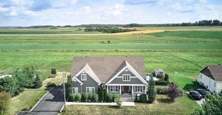 À vendre: grande maison près de la prairie!