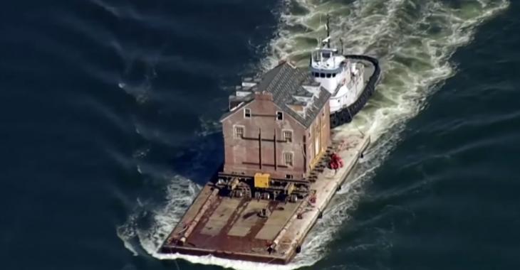 En vidéo : un manoir historique vieux de 255 ans est déménagé par bateau