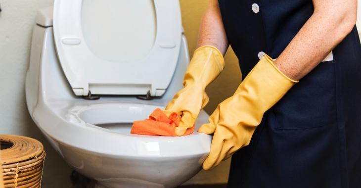 À quelle fréquence devriez-vous nettoyer ces 9 articles dans la salle de bain?