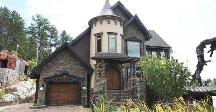 Qui voudrait acquérir cet étrange château des temps modernes situé à environ 1 heure de Montréal?