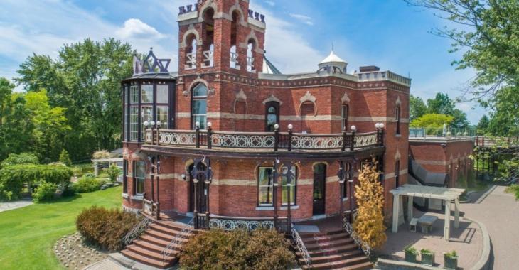 À vendre : étonnante résidence historique de 122 ans avec vue sur l'eau, située sur la Rive-Sud