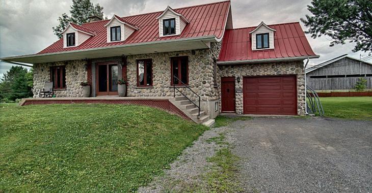 Devenez propriétaire d'une très belle maison en pierres de style canadien pour seulement 179 000$