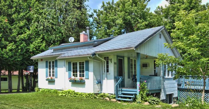 À vendre pour moins de 139 000$, cette maison à 90 minutes de Montréal est toute une aubaine