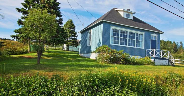 Magnifique demeure aménagée dans une ancienne école de village à moins de 100 000 $