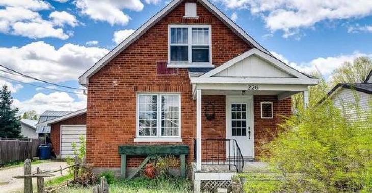 Coquette et spacieuse résidence en briques à moins de 150 000$ dans un secteur très prisé