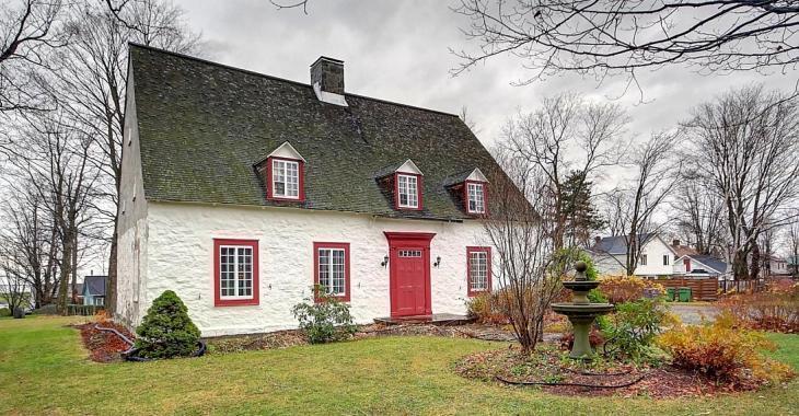 Exceptionnelle et unique maison de 1744 maintenant sur le marché