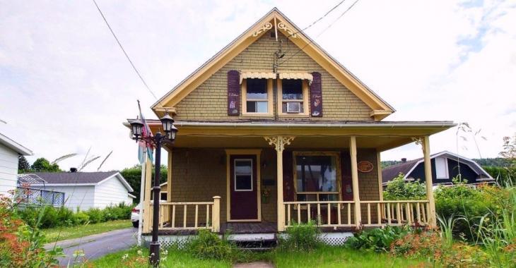 Idéale pour premiers acheteurs: résidence centenaire accueillante à moins de 100 000$