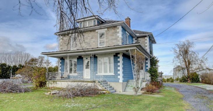Surprenante centenaire de 5 chambres à vendre à moins de 200 000 $