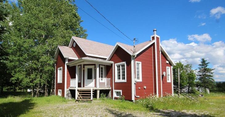 Moins de 120 000$ pour une maison meublée dans un charmant secteur boisé