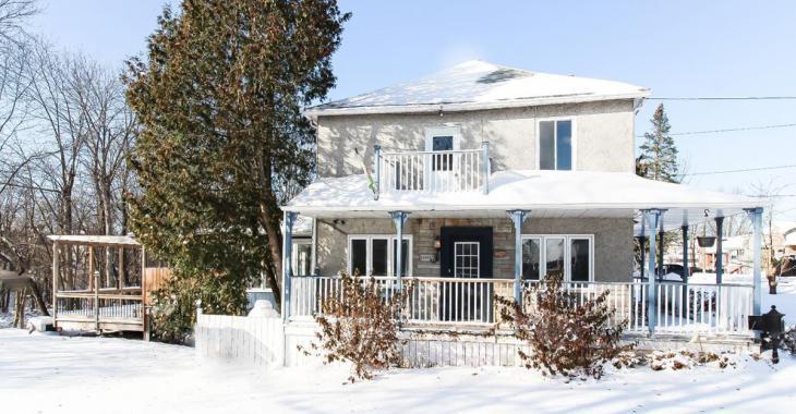 Une rareté: maison rénovée au cachet rustique à moins de 300 000 $ à Chambly