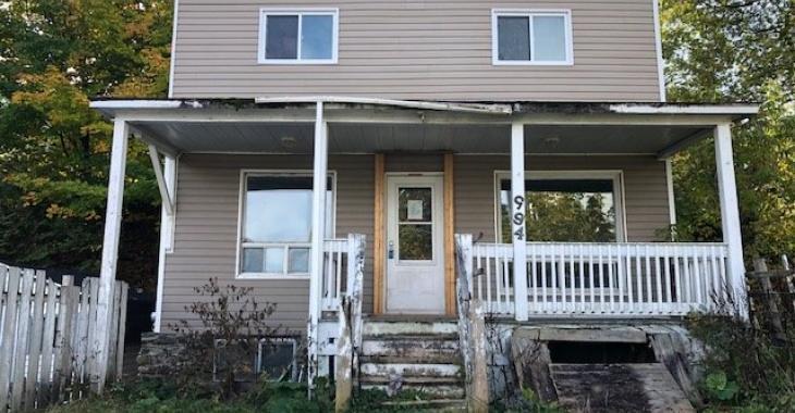 L'intérieur de cette maison à vendre est digne d'un véritable film d'horreur