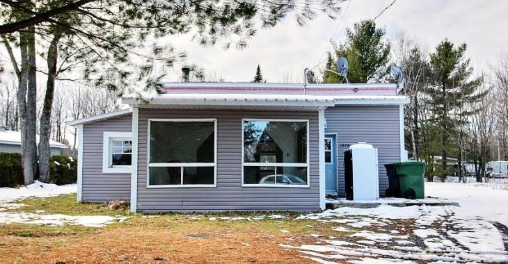Récemment rénovée, cette maisonnette à 79 900$ est bien moins chère qu'un loyer