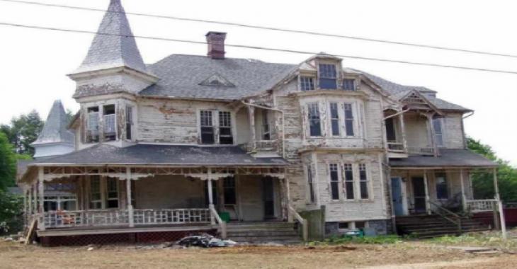 La honte du quartier, cette maison abandonnée cache en fait un véritable joyau.