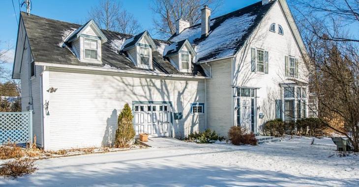 Exceptionnelle propriété de 1850 à Sherbrooke dont l'intérieur est digne d'un film d'époque