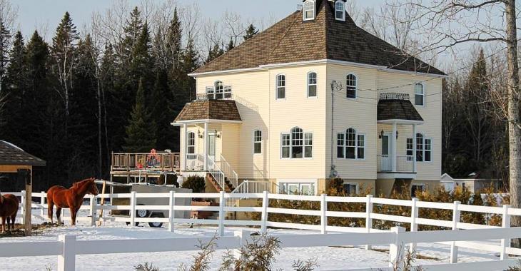 Spacieux cottage familial pour amateurs de chevaux à 1h30 de Montréal