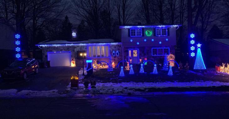 Un Montréalais décore sa maison de 8 000 lumières pour Noël