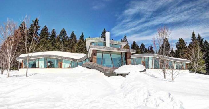 Cette maison de 1,2 M$ à Saint-Ferréol-Les-Neiges est digne d'un conte pour enfants
