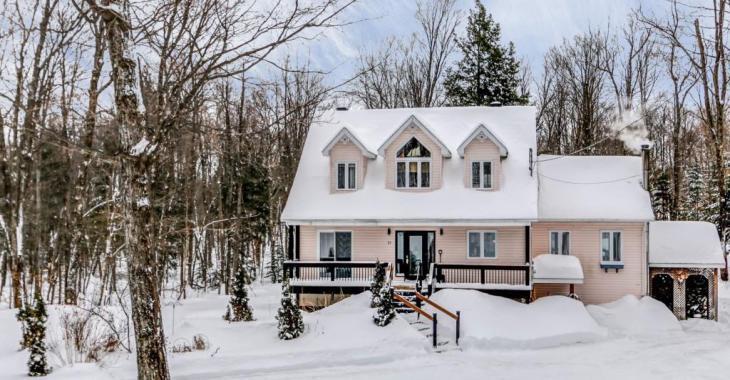Magnifique maison des Laurentides avec un intérieur qui vaut le coup d'oeil... surtout le sous-sol!