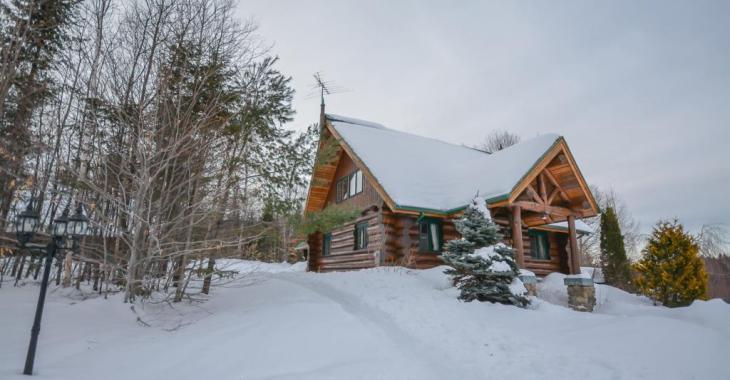 Somptueuse maison-chalet nichée dans la forêt, la sérénité à un peu plus d'une heure de Montréal