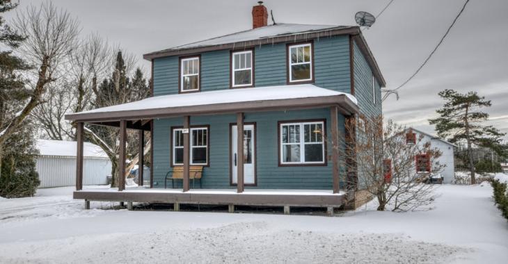 Avec son intérieur magnifiquement remis à neuf, ce cottage de 1940 est un coup de coeur assuré