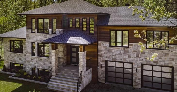 Cette incroyable et immense maison de Magog pourrait être à vous pour même pas 1M$