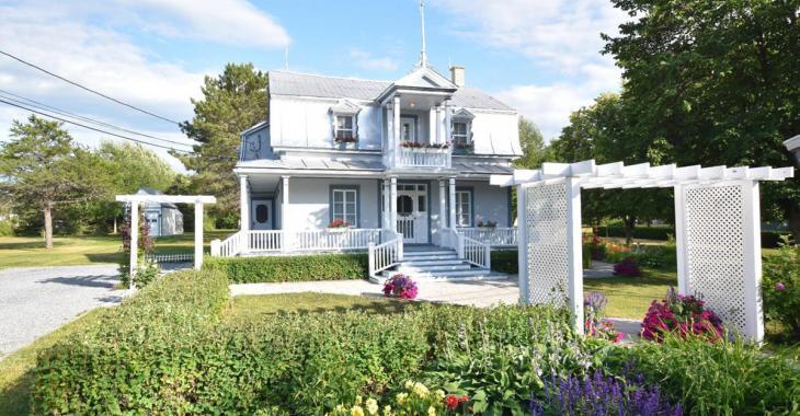 Domaine ancestral de 1901 complètement restauré à vendre