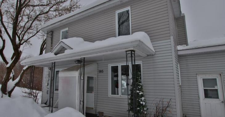 Entièrement rénovée! Cette maison coup de coeur pourrait être à vous pour seulement 135 000$
