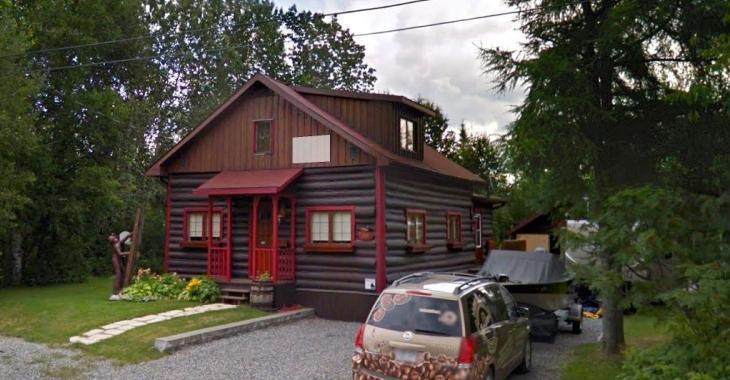 Décrite comme la plus belle du village, cette résidence remise à neuf vous charmera au premier coup d'oeil
