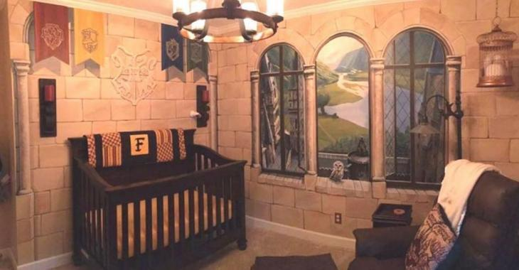 """Des parents créent une chambre magique à la """"Harry Potter"""" pour leur futur sorcier."""