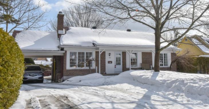 Cette résidence à vendre possède un superbe intérieur et vous offre en prime la possibilité d'avoir des revenus supplémentaires de location