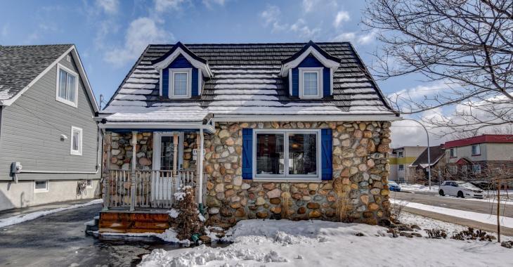 Un secret bien gardé dans Montréal-Est! Rare cottage en pierre des années 40 réaménagé avec beaucoup de charme